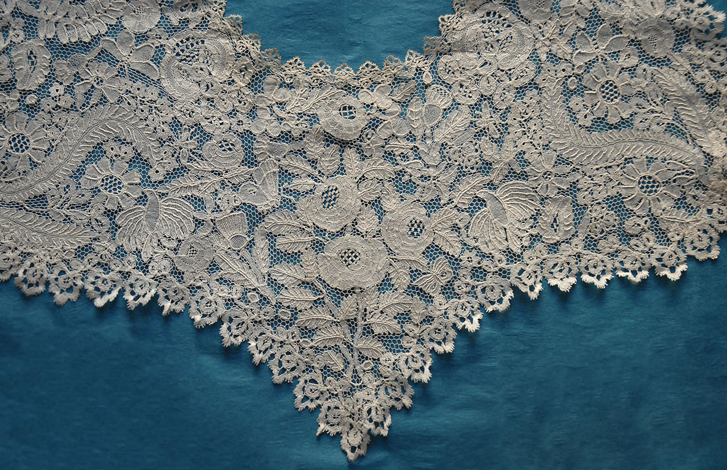 19th Century Honiton Lace Collar with Butterflies and Bees