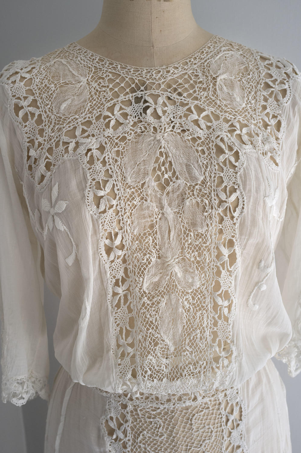 French White Embroidered Cotton and Lace Dress, circa 1910