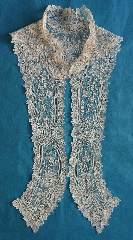 Brussels Point de Gaze Lace Collar / Dress Front circa 1875