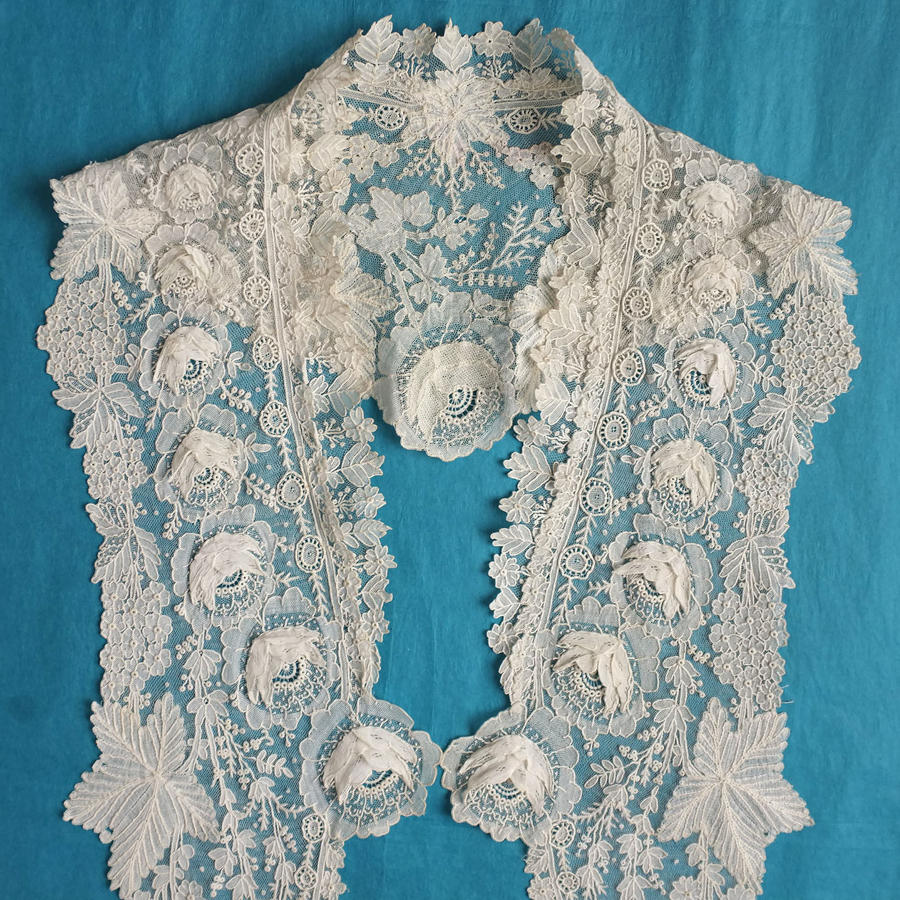 Brussels Point de Gaze Lace Collar with Rose Garland