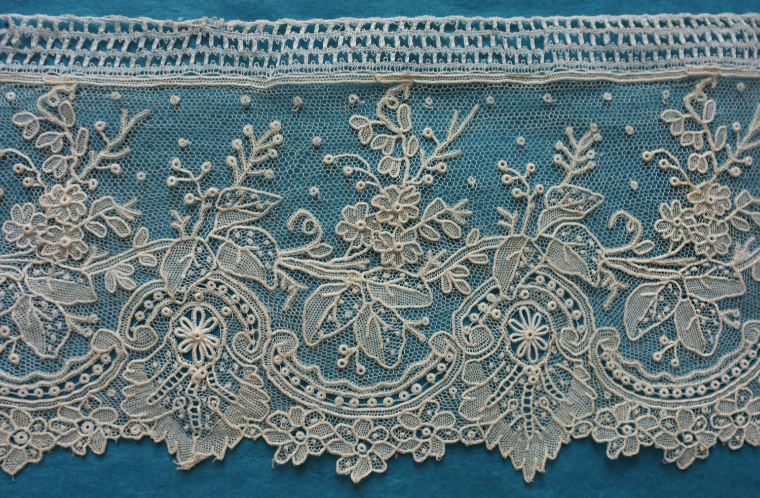 Brussels Point de Gaze Lace Leaf Garland Border