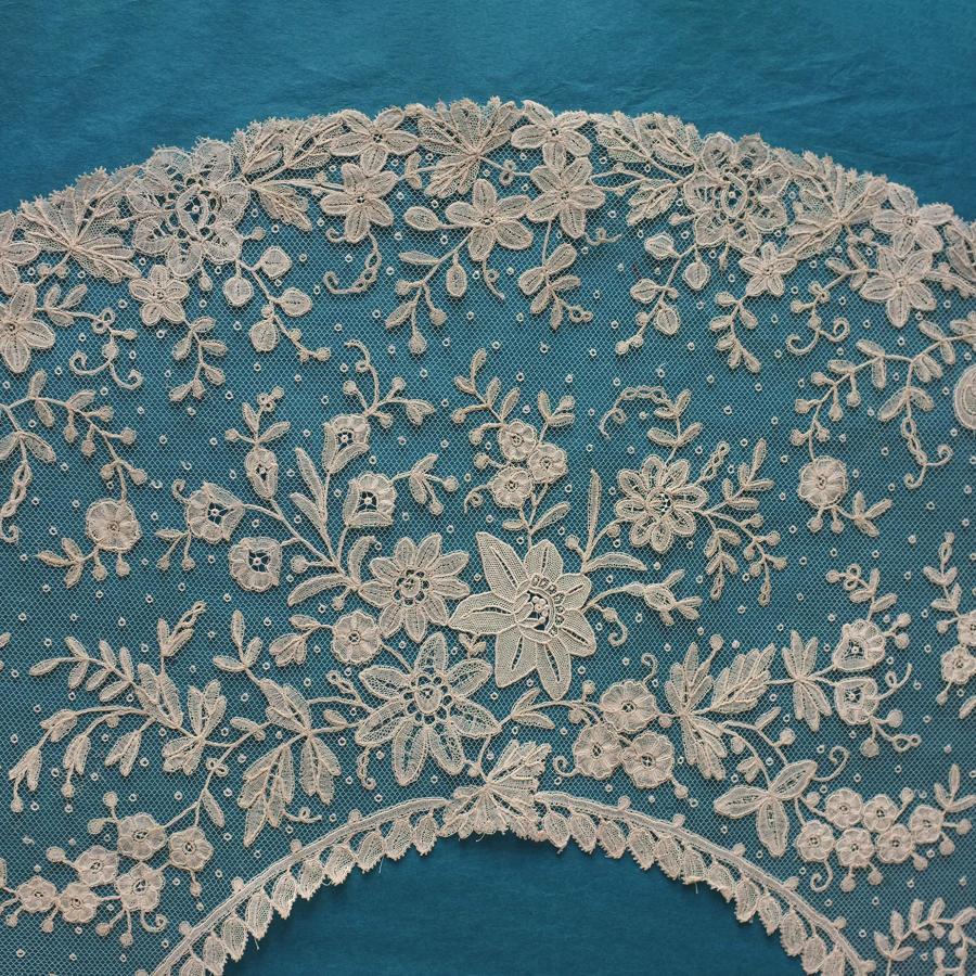 Brussels Applique Lace Fan Leaf