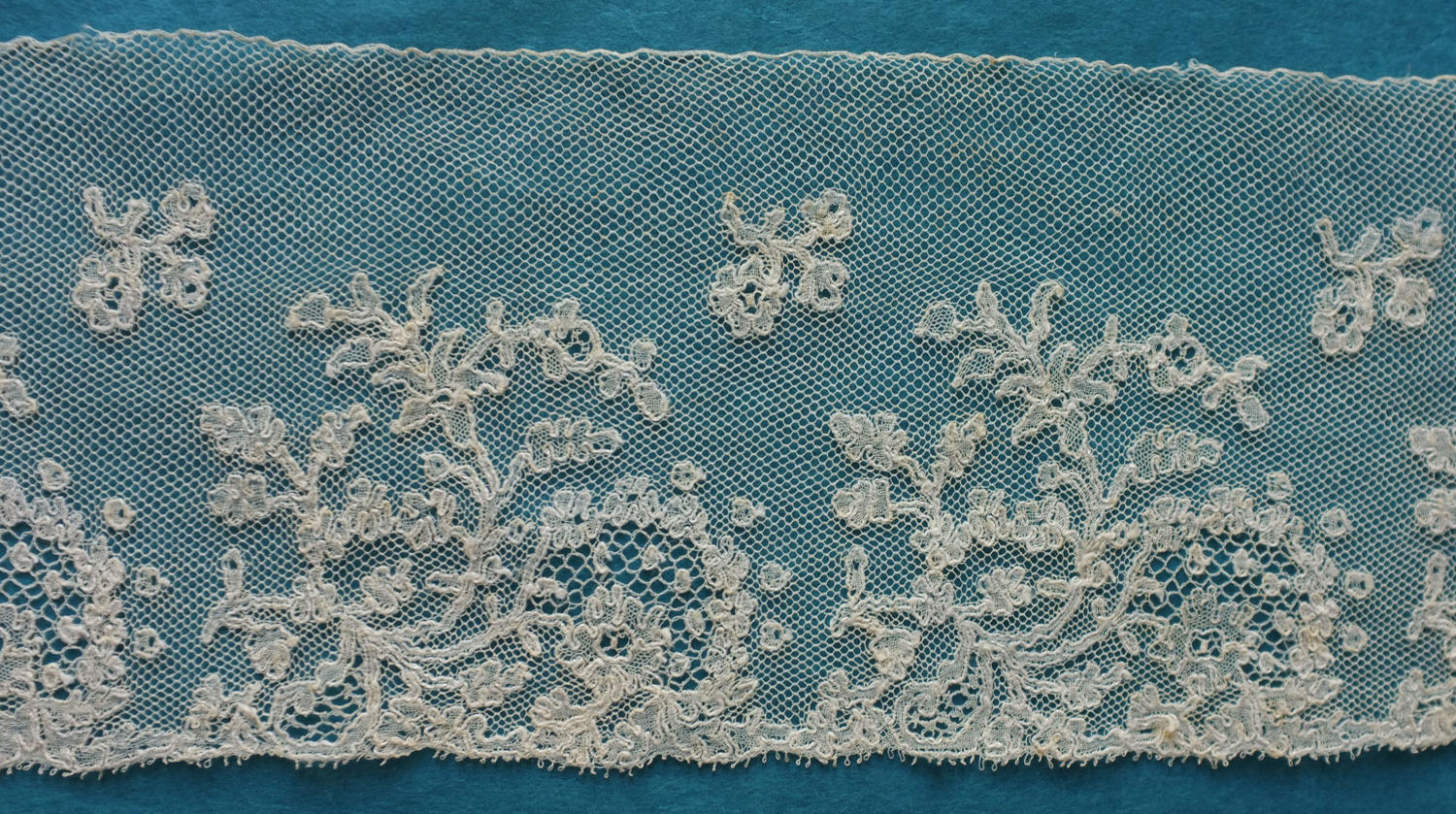 Mechlin Bobbin Lace Border circa 1840