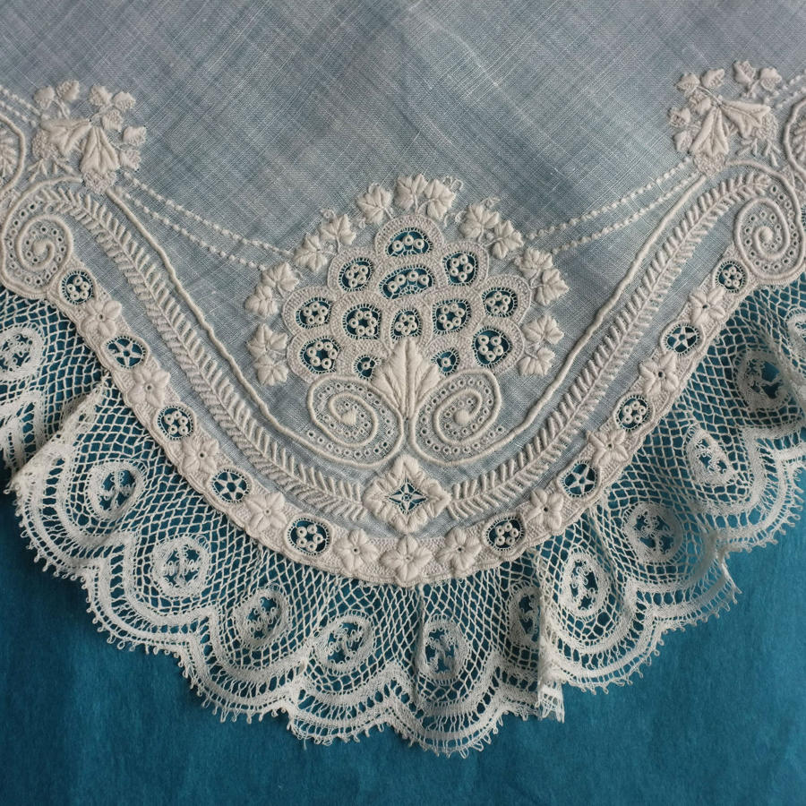 Art Nouveau Style Whitework Handkerchief with Valenciennes Lace Border