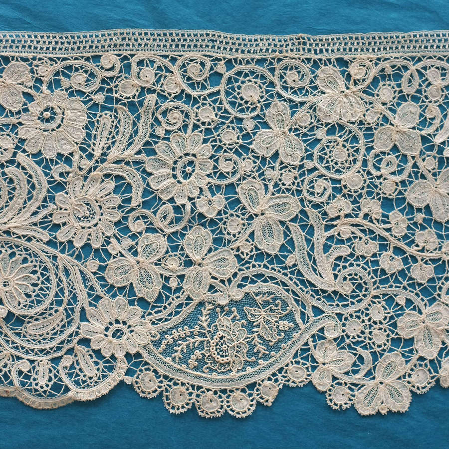 Antique 19th Century Brussels Duchesse & Point de Gaze Lace Border