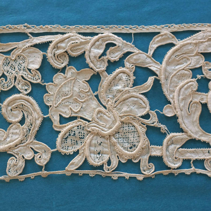 Antique 17th Century Gros Point de Venise Needle Lace