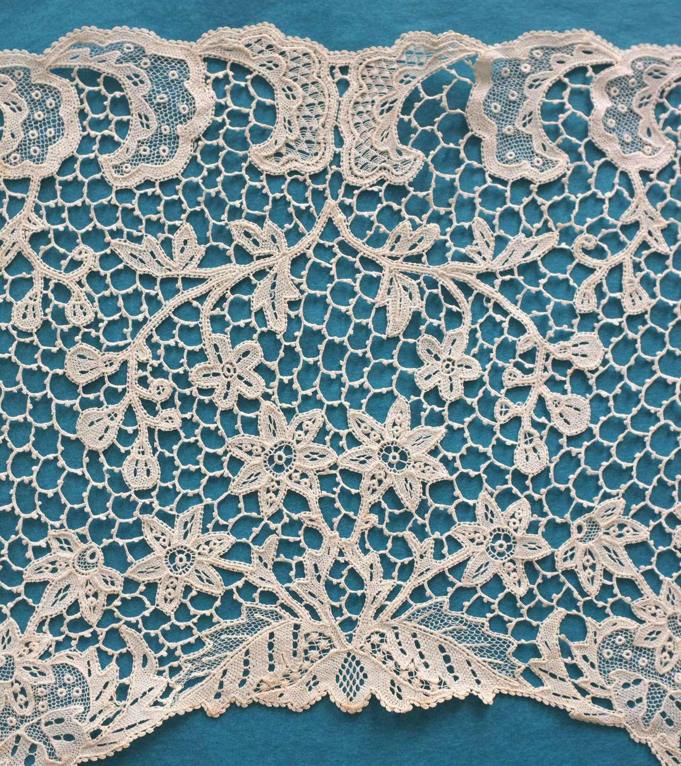 Antique Youghal Needle Lace Collar, circa 1895