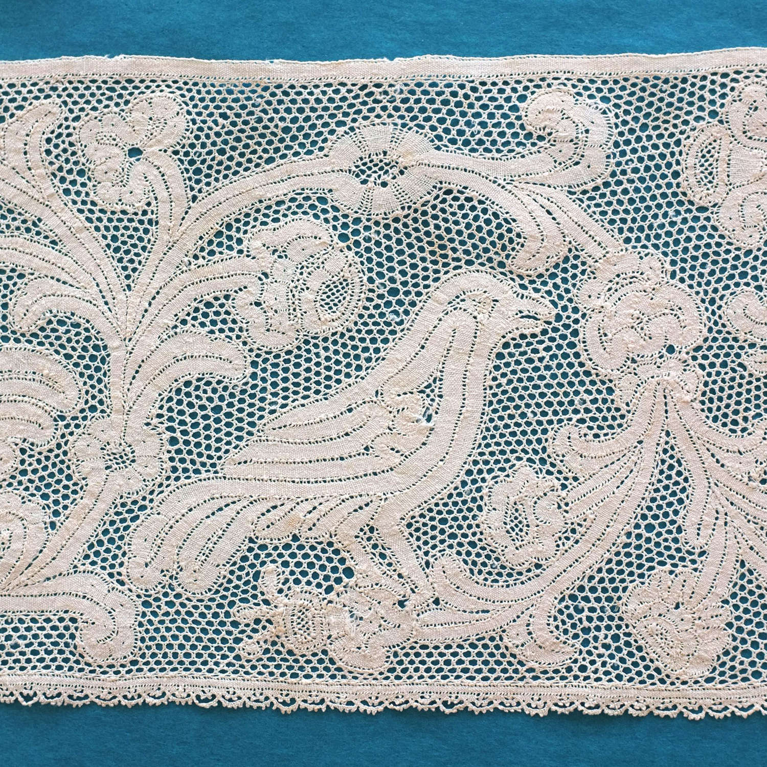 Antique Fragment Late 17th Century Milanese Bobbin Lace With Birds