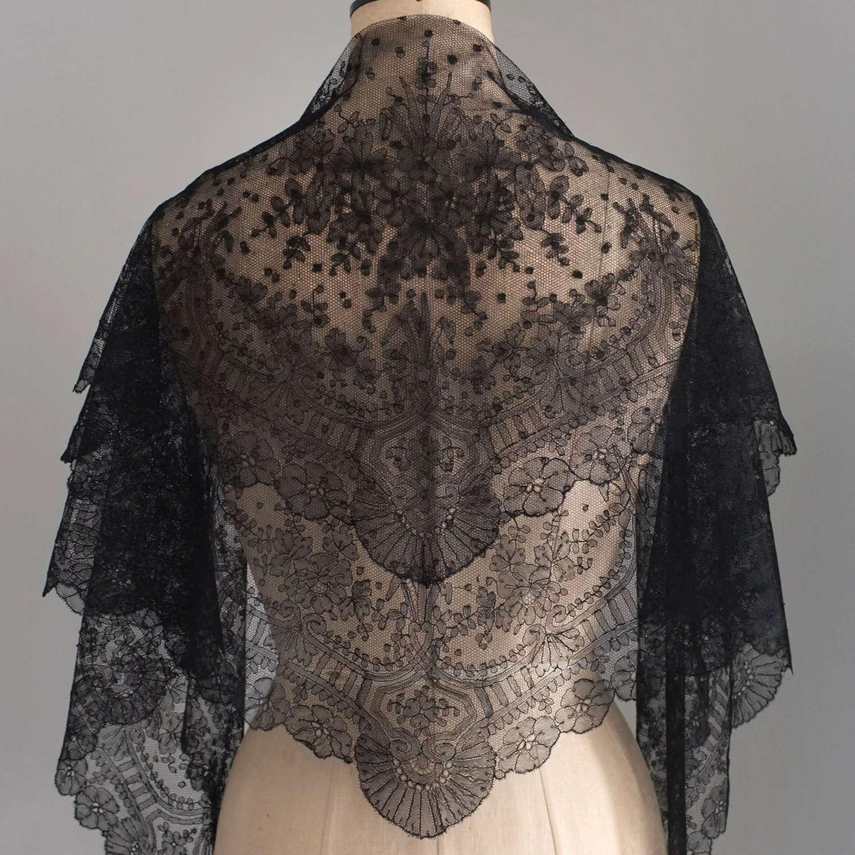 Antique Black Handmade Chantilly Lace Mantilla